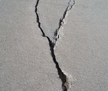 Какие трещины в бетоне обязательно нужно ремонтировать, а какие – нет